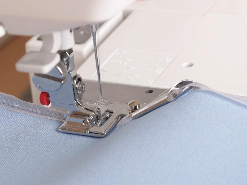 Швейная машина с лапкой для вышивки